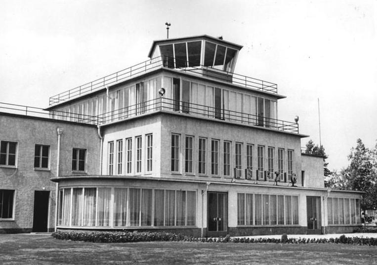 In glücklicheren Tagen sah der Flughafen Mockau noch recht forsch aus.